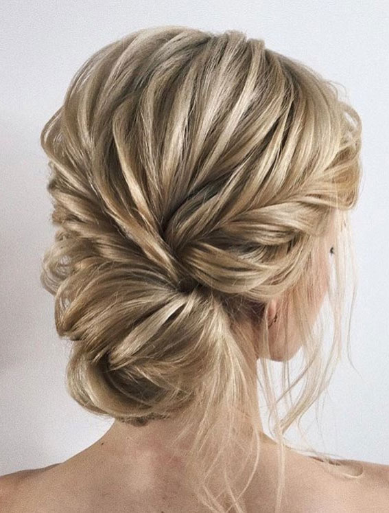 Trendiest Updos For Medium Length Hair To Inspire New Looks : Pretty blonde updo