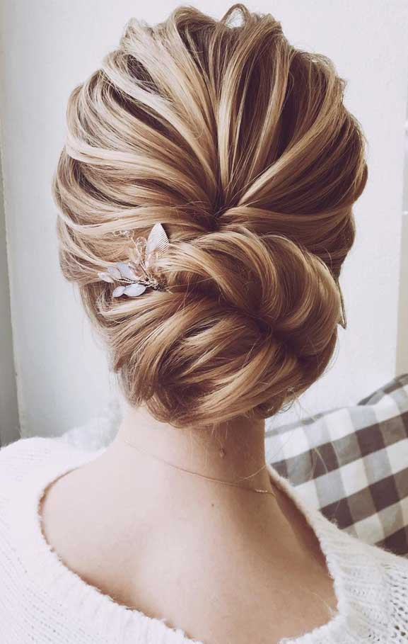 Jaw dropping wedding updo hairstyle inspiration