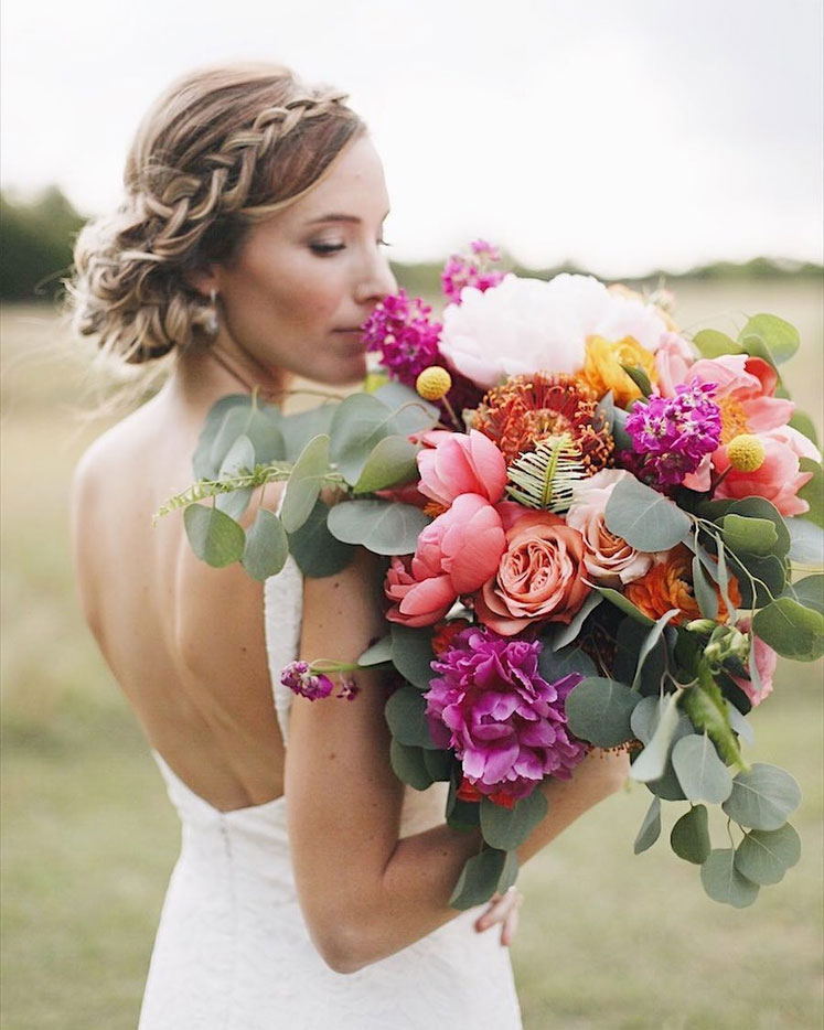 Wild flowers vibrant hued bouquet perfect for summer wedding #summerwedding #wedding #bouquet #weddingbouquets