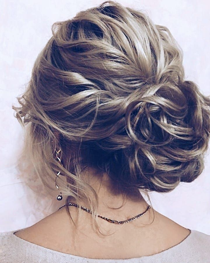 11 Gorgeous hairstyles for WAVY HAIR that perfect for any occasion - half up half down hairstyle #hairstyle #weddinghair #promhairstyle #prom #wedding #updo #hairupstyle #chignon #weddinghairstyles