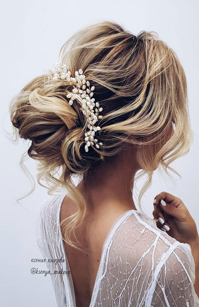 11 Gorgeous hairstyles for WAVY HAIR that perfect for any occasion - half up half down hairstyle #hairstyle #weddinghair #promhairstyle #prom #wedding #updo #hairupstyle #chignon #weddinghairstyle #hairstyles #updo #hairupstyle #chignon #braids #simplebun