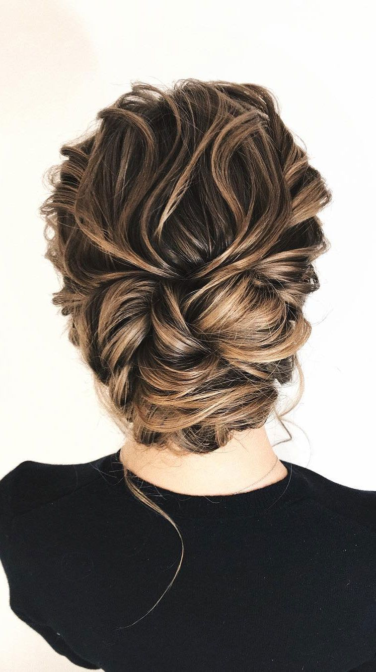 11 Gorgeous hairstyles for WAVY HAIR that perfect for any occasion - half up half down hairstyle #hairstyle #weddinghair #promhairstyle #prom #wedding #updo #hairupstyle #chignon #weddinghairstyles #simplebun