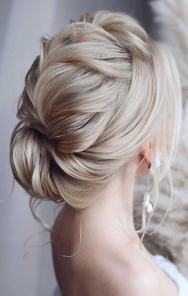 100 Prettiest Wedding Hairstyles For Ceremony & Reception messy updo bridal hairstyle,updo hairstyles ,wedding hairstyles #weddinghair #hairstyles #updo #hairupstyle #chignon #braids #simplebun