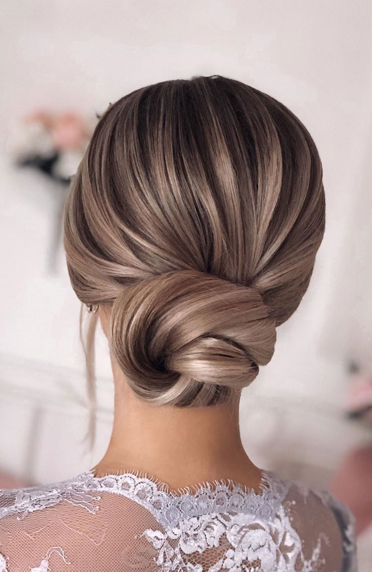 Gorgeous wedding updo hairstyles perfect for ceremony and reception - updo bridal hairstyle for any wedding,wedding hairstyles #weddinghair #hairstyles #updo #bridalhair #promhairstyle #texturedupdo #messyupdo