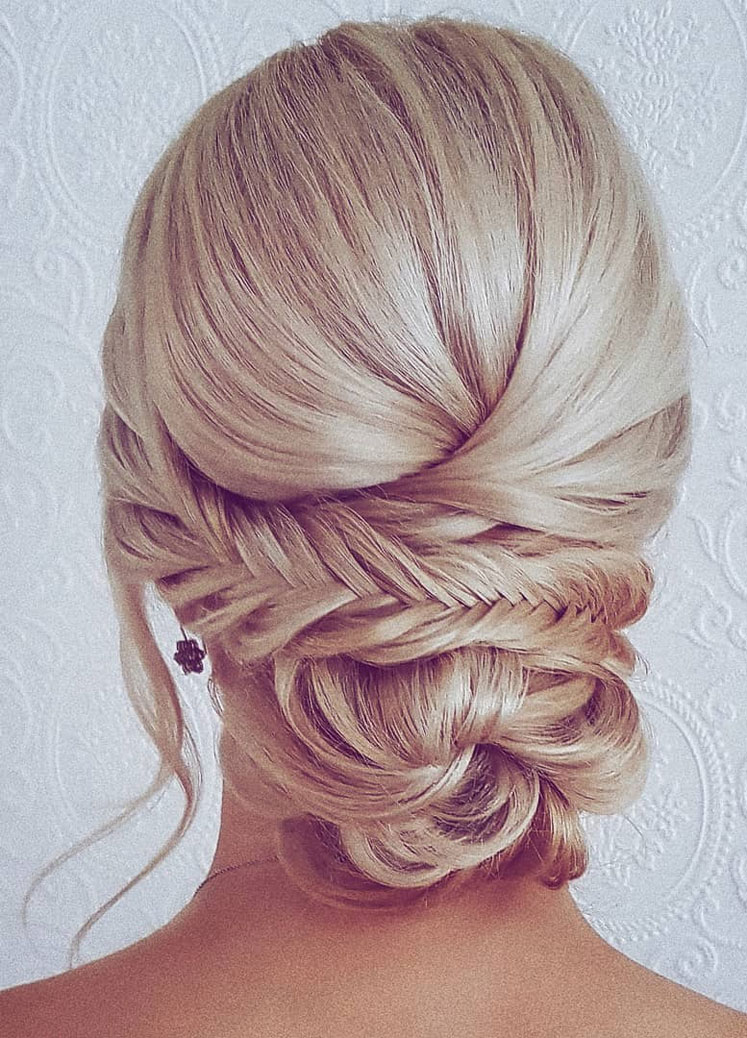 Gorgeous wedding updo hairstyle perfect for ceremony and reception - Messy updo bridal hairstyle for rustic wedding,wedding hairstyles #weddinghair #hairstyles #updo #bridalhair #promhairstyle #texturedupdo #messyupdo