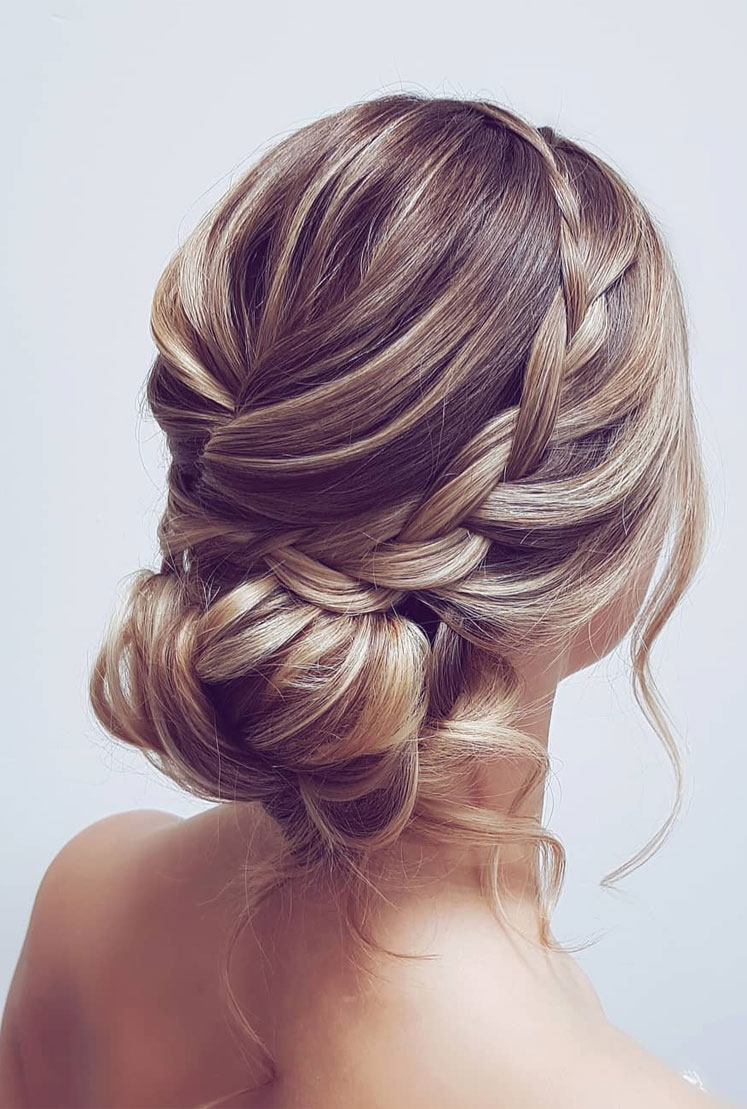 Gorgeous wedding updo hairstyles perfect for ceremony and reception - Messy updo bridal hairstyle for rustic wedding,wedding hairstyles #weddinghair #hairstyles #updo #bridalhair #promhairstyle #texturedupdo #messyupdo