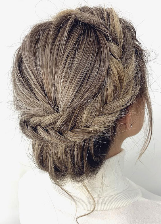 Gorgeous wedding updo hairstyles perfect for ceremony and reception - Classic Elegant wedding hairstyle ,bridal hairstyles #weddinghair #hairstyles #updo #bridalhair #promhairstyle #texturedupdo #messyupdo
