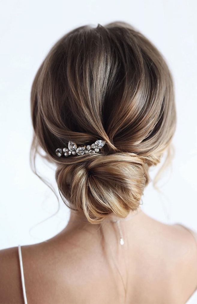 100 Prettiest Wedding Hairstyles For Ceremony and Reception messy updo bridal hairstyle,updo hairstyles ,wedding hairstyles #weddinghair #hairstyles #updo #hairupstyle #chignon