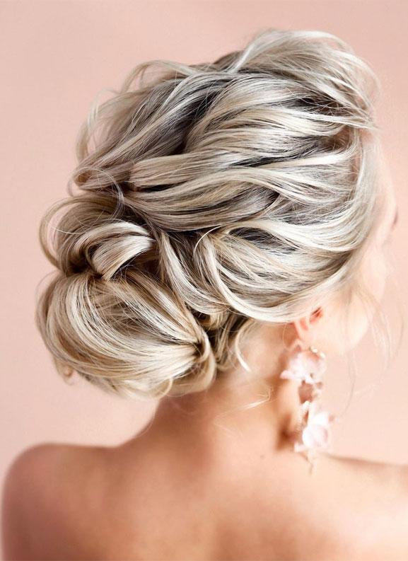 64 Chic updo hairstyles for any occasion - updo hairstyle for date night , wedding updo , bridal updo hairstyle #hair #hairstyle #updo