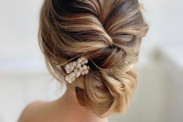 Pretty updo hairstyles for wedding and any occasion - updo hairstyle for date night , wedding updo , bridal updo hairstyle #hair #hairstyle #updo