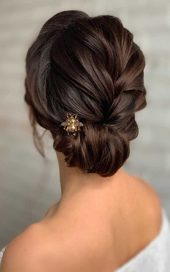 bridal updos , best wedding hairstyles updo, wedding updos black hair, wedding updos with braids, romantic wedding updos, wedding updos with braids , messy updo hairstyle ,hairstyles for medium length hair, messy updo for wedding, best wedding hairstyles 2019 #weddinghairstyles #bridalupdo #hairstyles