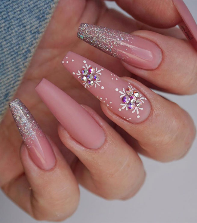 ombre pink christmas nail art designs, winter nail art designs #winternail #christmasnails