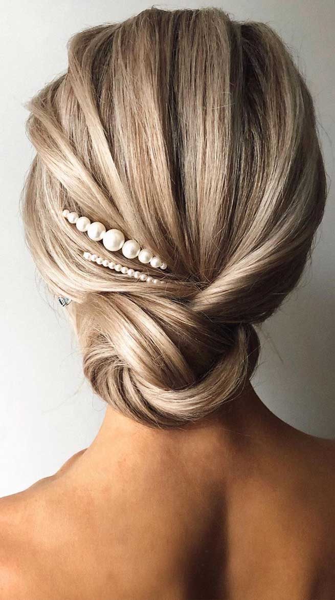 romantic wedding updos, bridal hairstyle, best wedding hairstyles 2020 #weddinghairstyles #bridalupdo