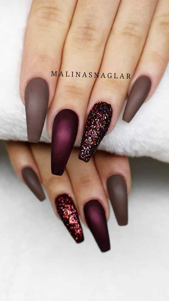 winter nail art , glam nails, glitter nail art designs, glitter nails, glitter nail art, mismatched nail art designs, glam nail designs #glitternails