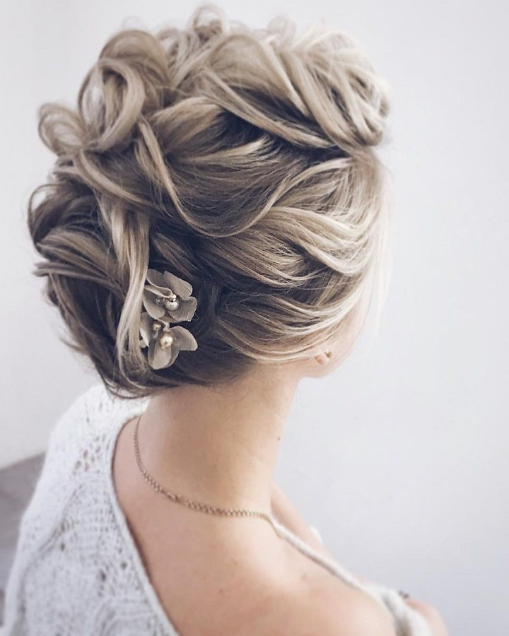 Gorgeous updo wedding hairstyle to inspire you