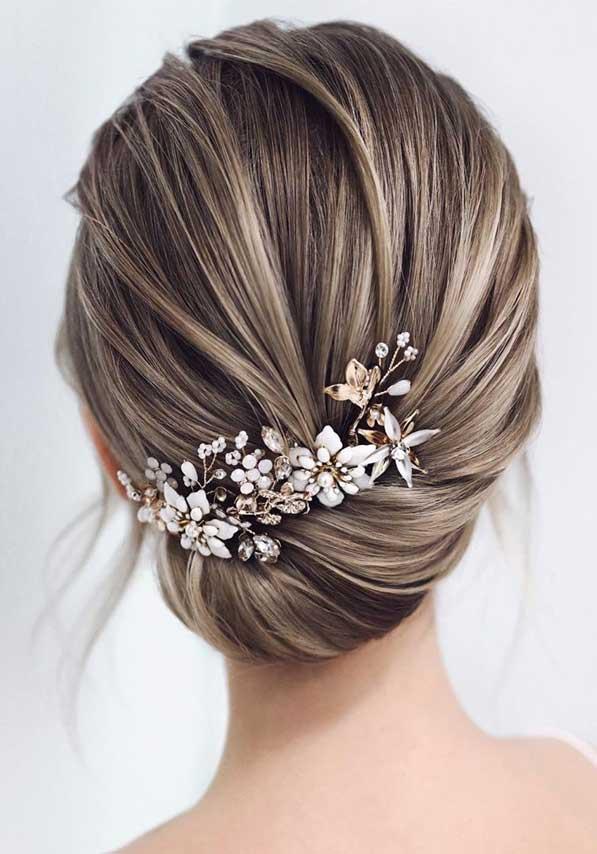 romantic wedding updos, bridal hairstyle, best wedding hairstyles 2020 #weddinghairstyles #bridalupdo