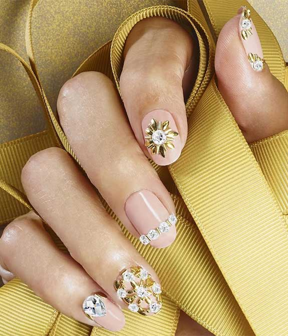 35 Soft, Romantic and Creative Nail Art Designs and Color Ideas
