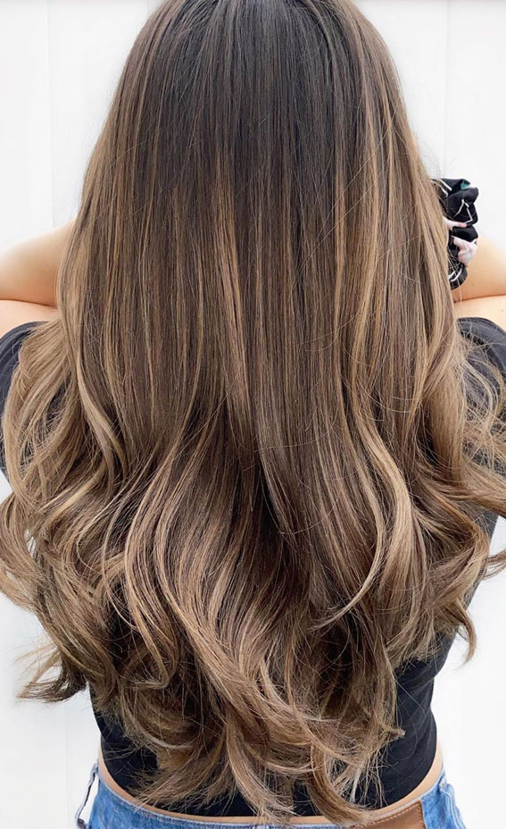 brunette balayage, brunette balayage 2020, hair color trends, brunette highlights, brown hair with highlights, autumn hair color , brunette with copper,