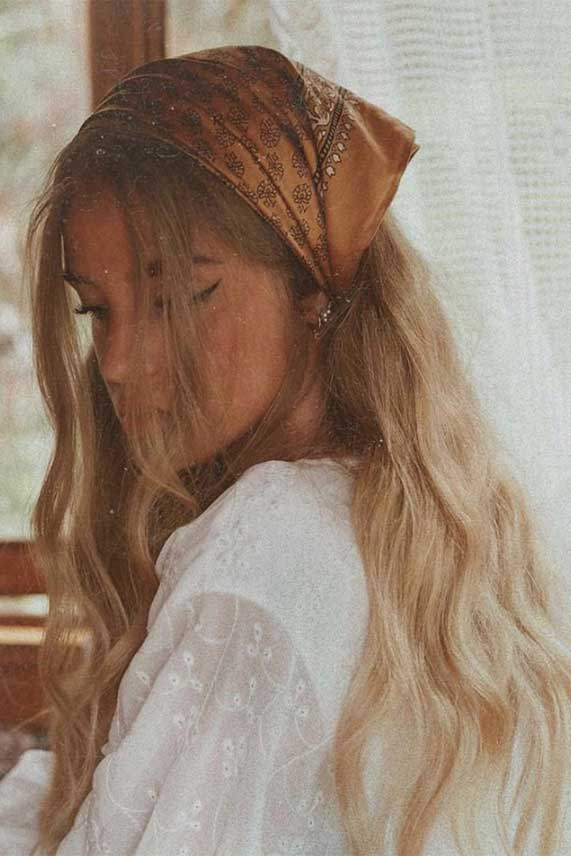 pretty ways to wear a scarf in your hair, easy hairstyle with scarf , hairstyles for really hot weather #hairstyle hair scarf styles, how to style a hair scarf, hair scarf ideas #hairscarf how to wear a hair scarf ponytail, head scarf wrapping styles, hair scarf trend 2020