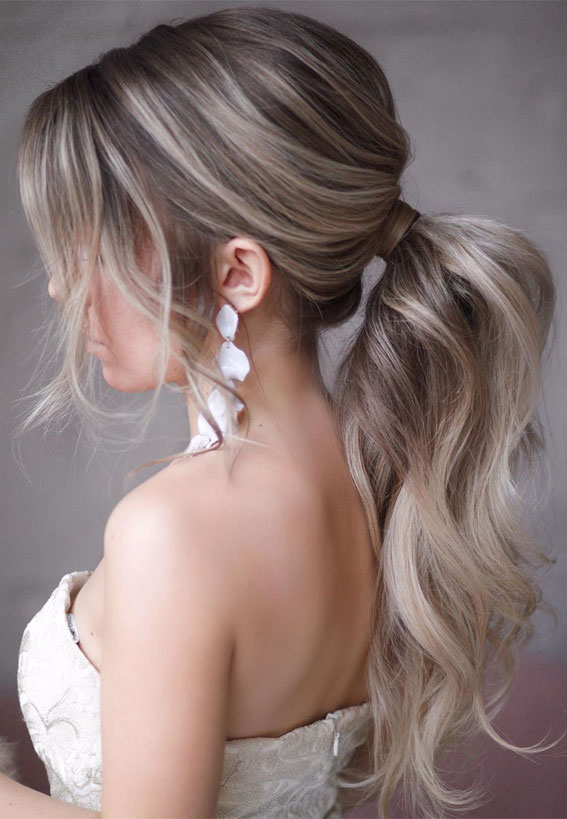 Gorgeous ponytail hairstyle to complete your look this spring & summer : low ponytail