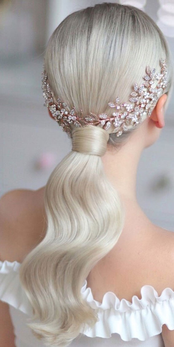 Gorgeous ponytail hairstyle to complete your look this spring & summer : Glam ponytail