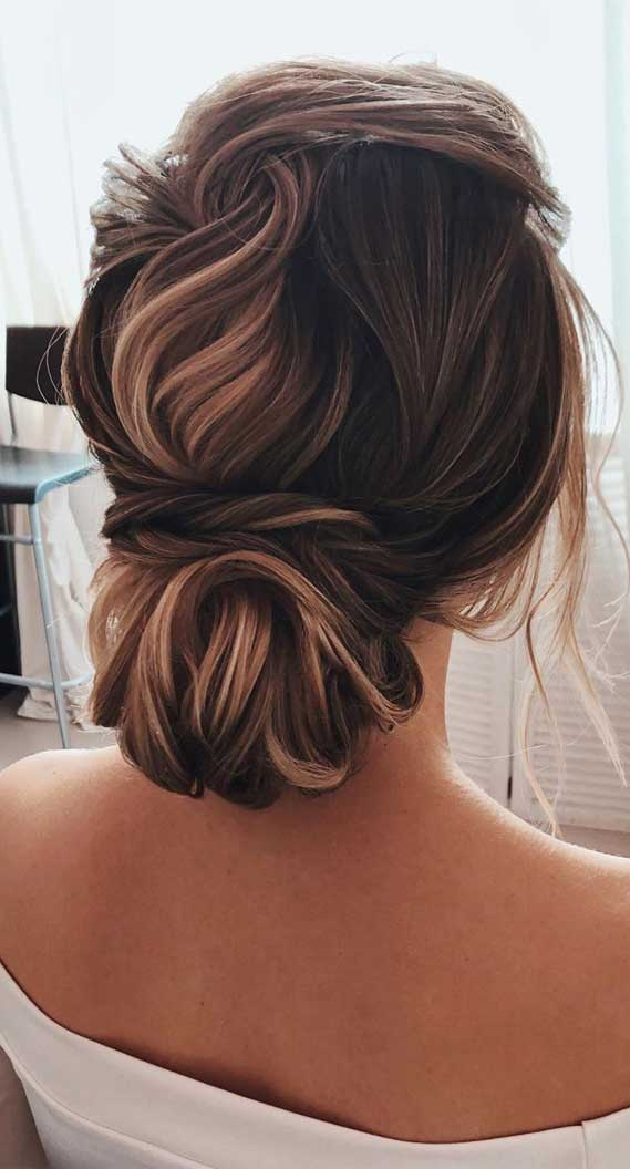 Chic Updo Hairstyles for Modern Classic Looks
