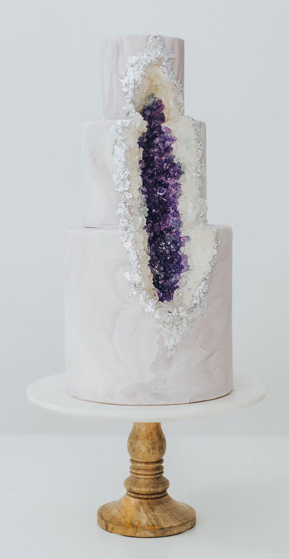 amethyst crystals on marble wedding cake, white marble wedding cake, wedding cake trends, wedding cake 2020, wedding cake designs 2020