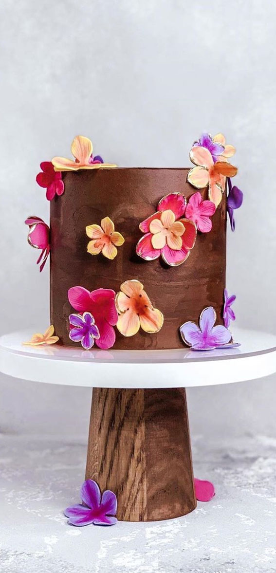 57 Beautiful Cake Inspiration – Chocolate cake with florals