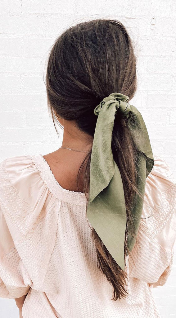 39 Pretty Ways Spice Up Your Boring Outfits With Hair Scarves – ponytail with green scarf