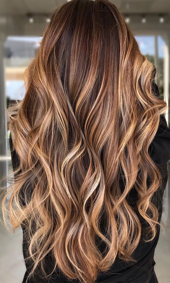brown hair with highlights, brown hair , brunette hair, brown hair color ideas, brunette balayage, hair color, fall hair color ideas #fallhaircolor #haircolor #balayage