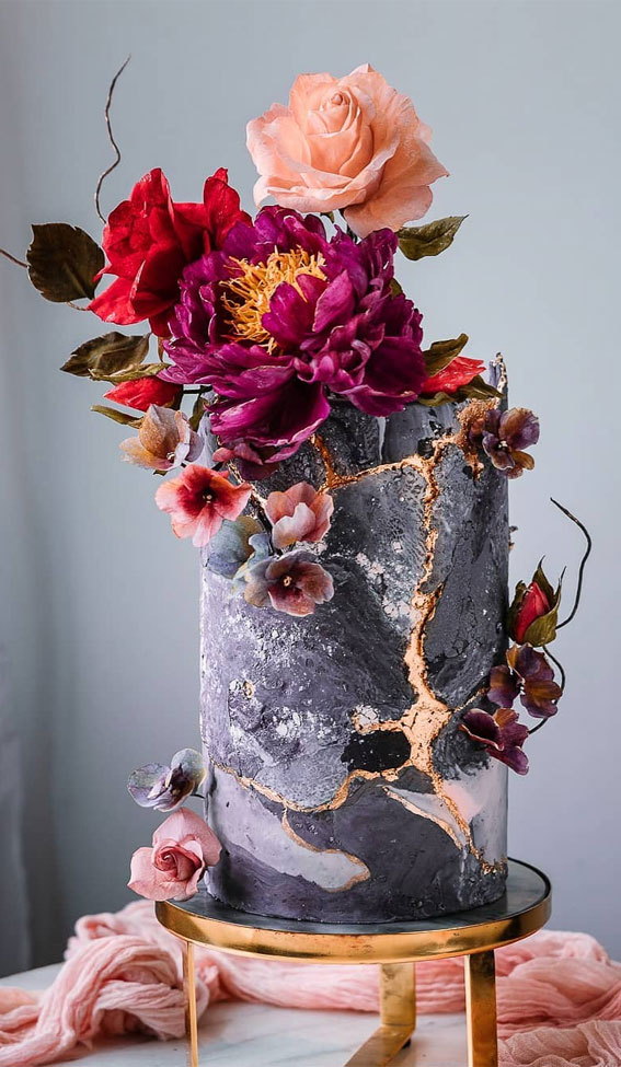 41 Best Wedding Cake Styles For Your Big Day : Moody Textured