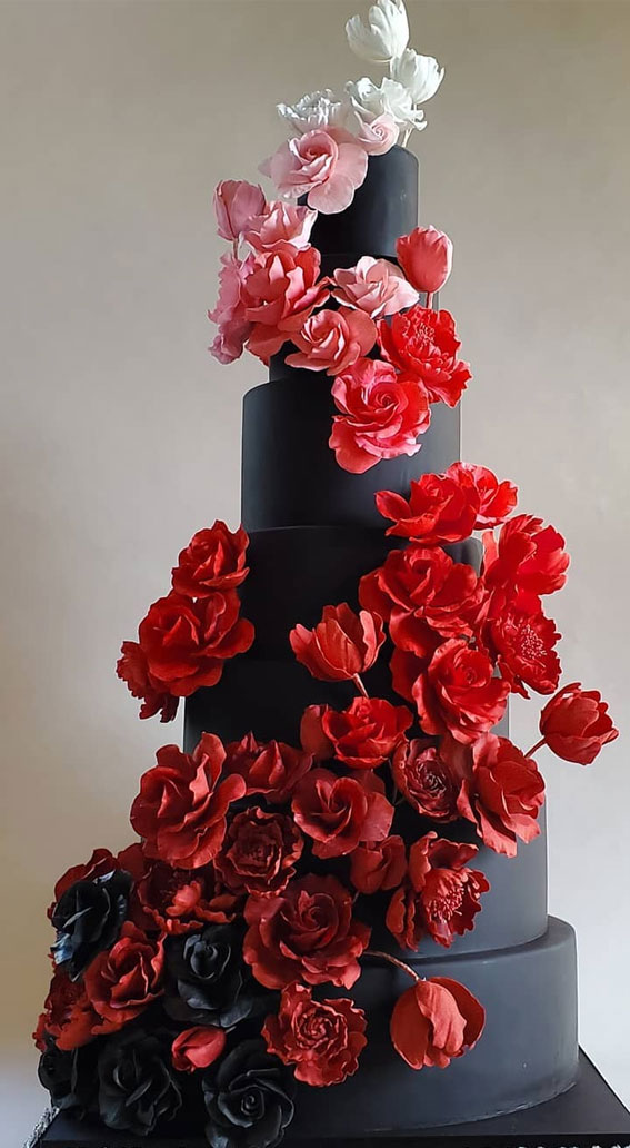41 Best Wedding Cake Styles For Your Big Day : Black beauty