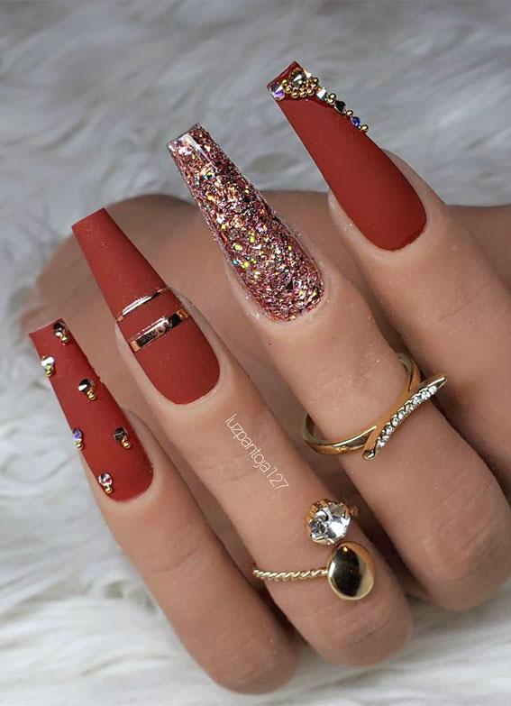 elegant fall nails, brown and gold glitter nails, autumn nail look, autumn nail ideas, pumpkin brown and gold nails #nails #fallnails #autumnnails