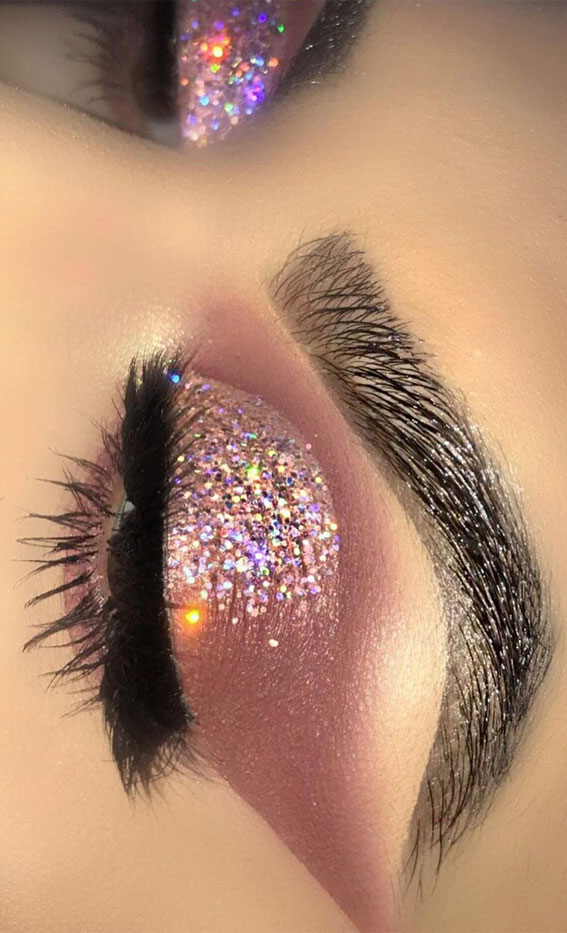Gorgeous Eyeshadow Looks The Best Eye Makeup Trends – Half cut crease with glitter