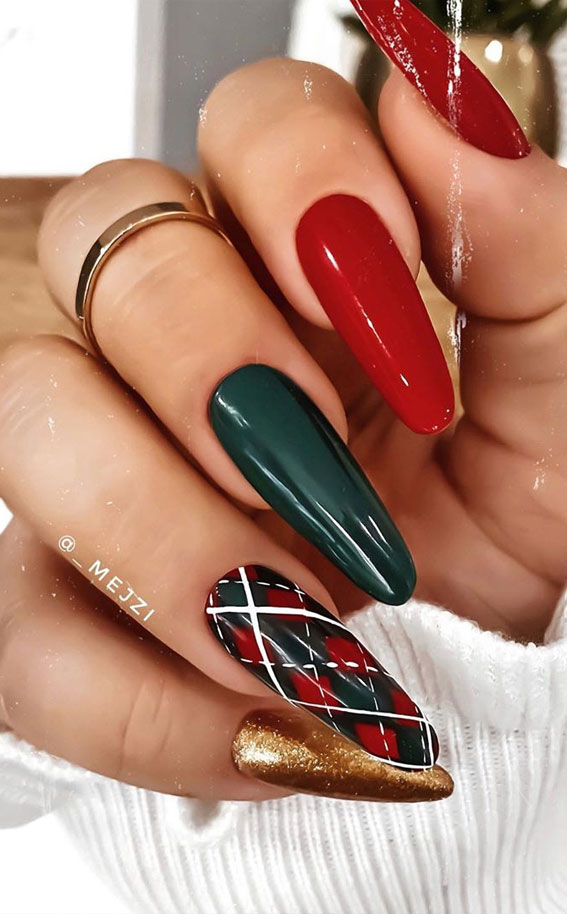 25 christmas nails 2020 plaid festive nails 25 christmas nails 2020 plaid