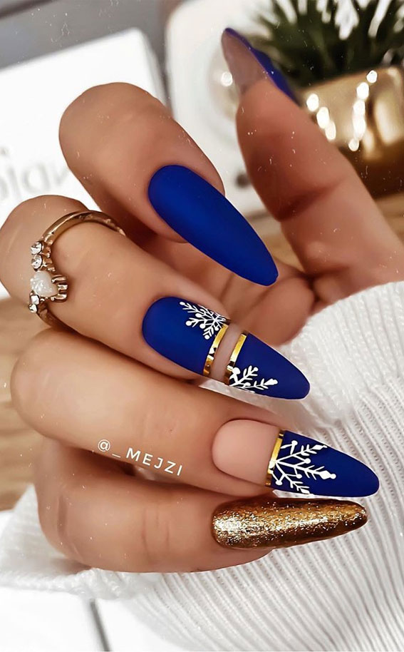royal blue winter nails, royal blue and gold snowflake nails, snowflake nails, navy blue christmas nails, navy blue festive nails, winter nails, navy blue and gold winter nails, festive nails, festive nails 2020, festive nails designs 2020