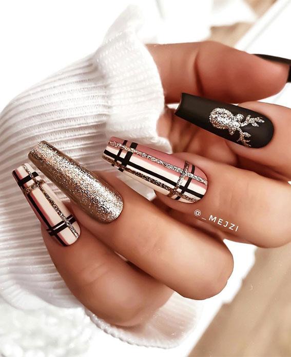 25 Christmas Nails 2020 Glitter And Plaid Christmas Nails Design