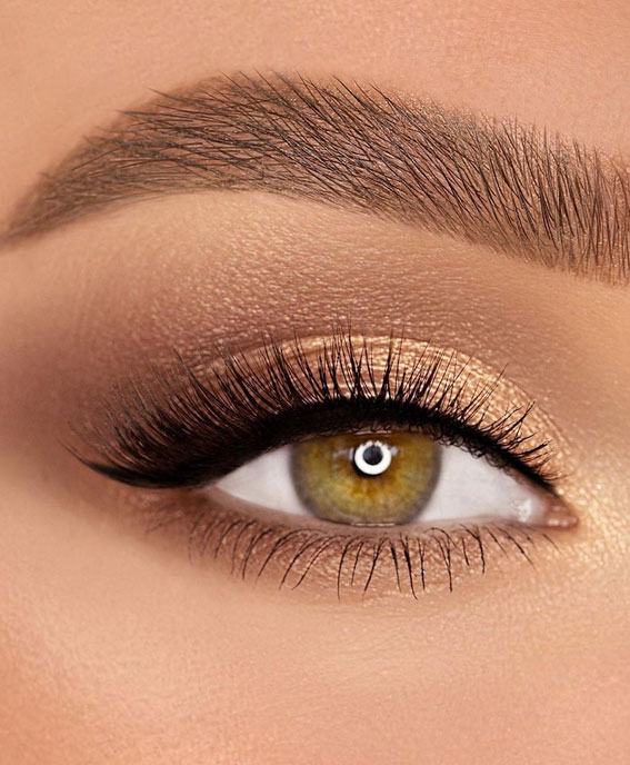 65 Pretty Eye Makeup Looks : A pop of gold eye shadow