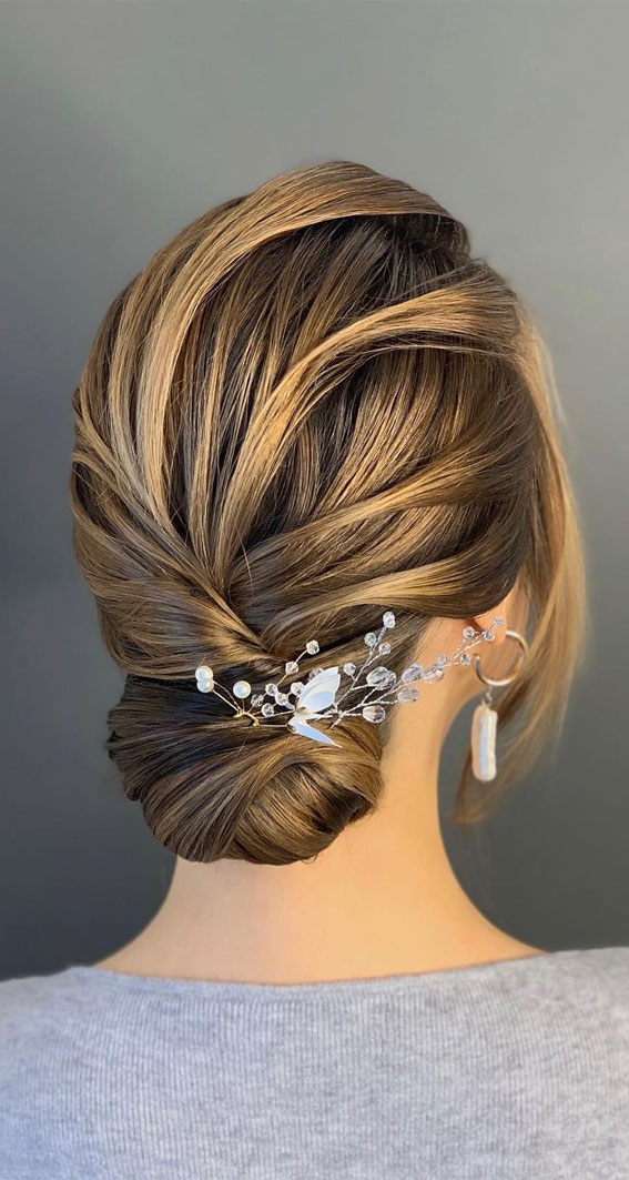 Trendiest Updos For Medium Length Hair To Inspire New Looks : Smooth updo