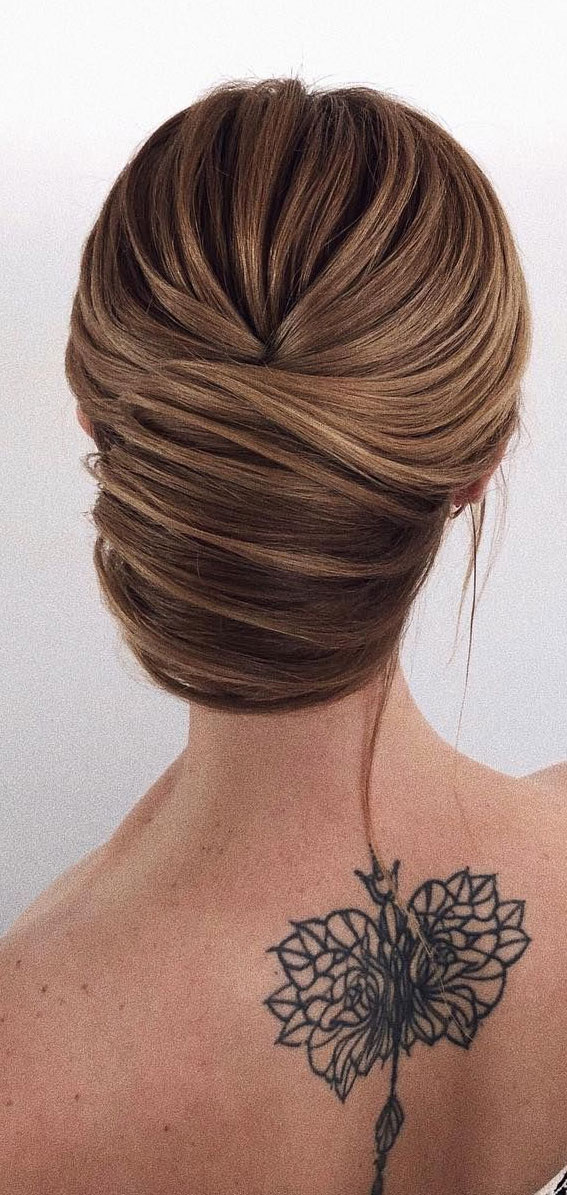 Trendiest Updos For Medium Length Hair To Inspire New Looks : Pretty chignon