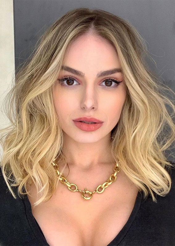 Gorgeous Hair Colour Trends For 2021 : Golden Blonde Lob Hairstyle