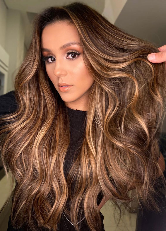 Gorgeous Hair Colour Trends For 2021 : Enlightened brunette
