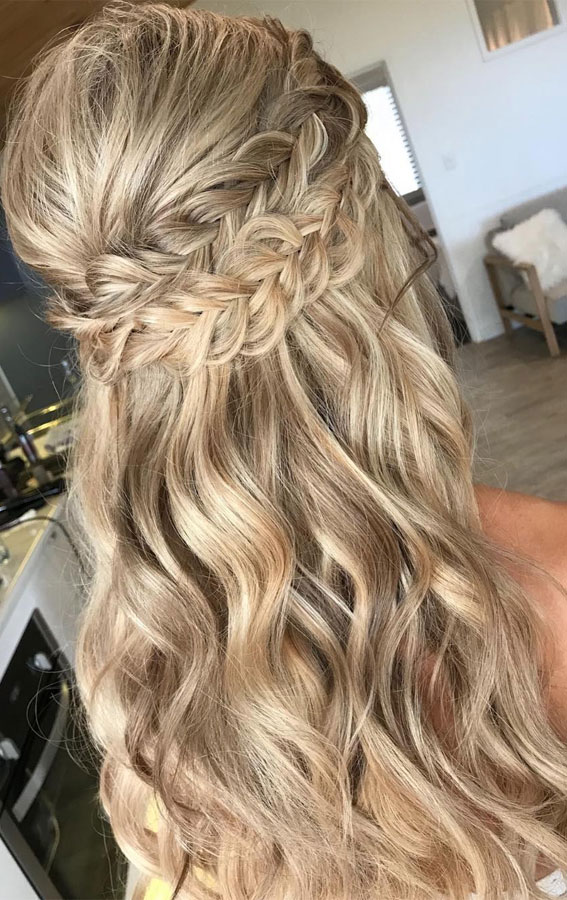 Trendy Half Up Half Down Hairstyles : Knotted Half Up