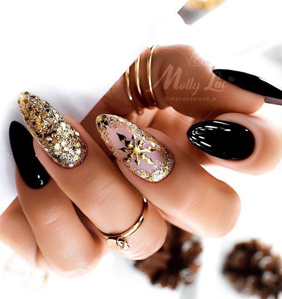 Pretty Festive Nail Colours & Designs 2020 : Black & Gold Christmas Nails