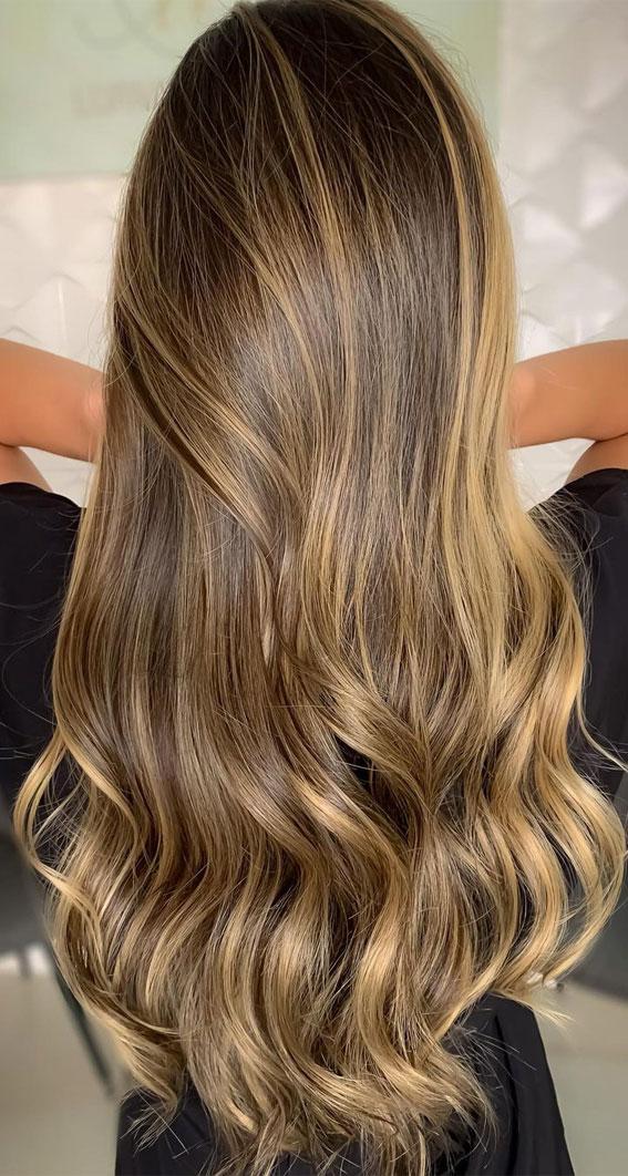 Gorgeous Hair Colour Trends For 2021 : Shiny honey blonde hair colour