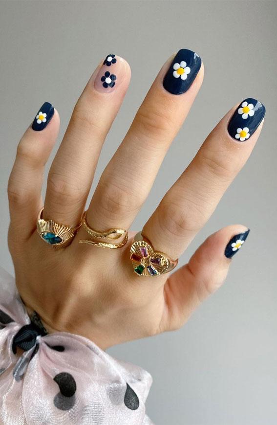navy blue nails with daisy, daisy nails , spring nails ,daisy nail art, painted daisy nail art designs