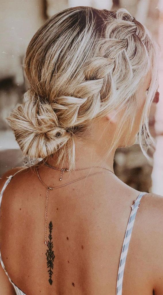 Cute braided hairstyles to rock this season : Crown braid & bun hairstyle