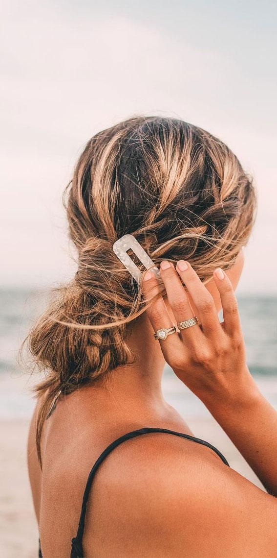 Cute braided hairstyles to rock this season : Side Braid & Hair knots