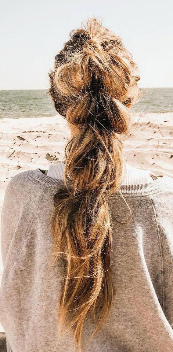 Cute braided hairstyles to rock this season : Chunky pull through braid