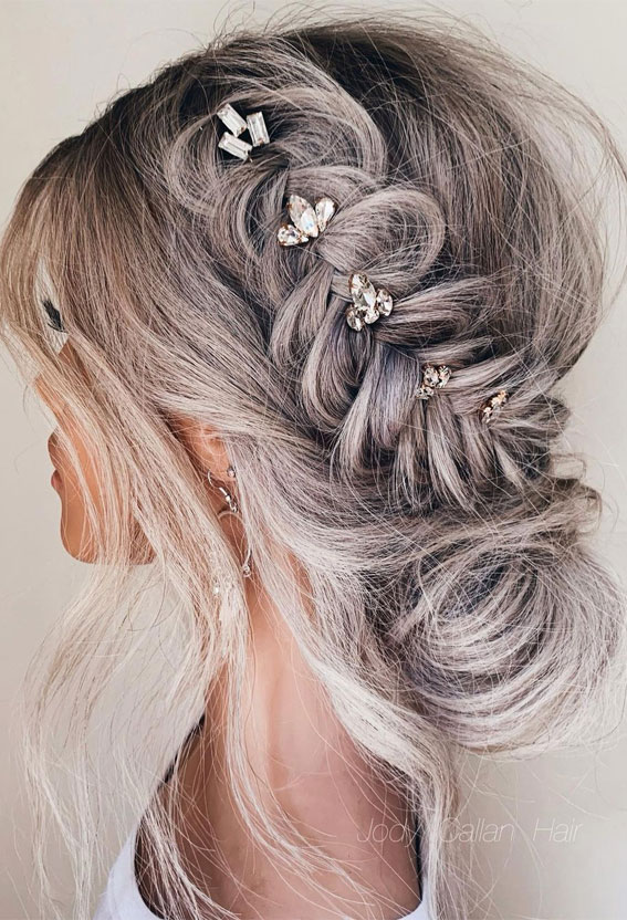 Cute braided hairstyles to rock this season : Messy Low buns + braids
